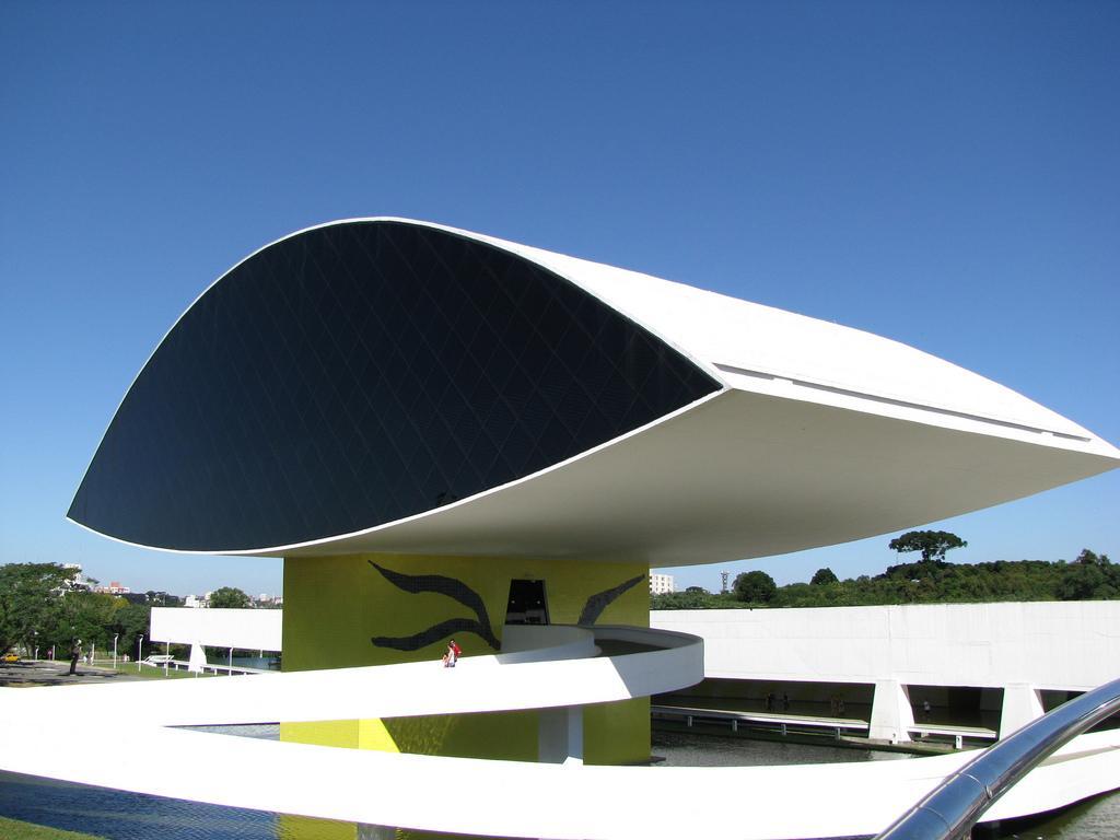 Oscar niemeyer las curvas hechas artes construarte c a for Arquitectos y sus obras