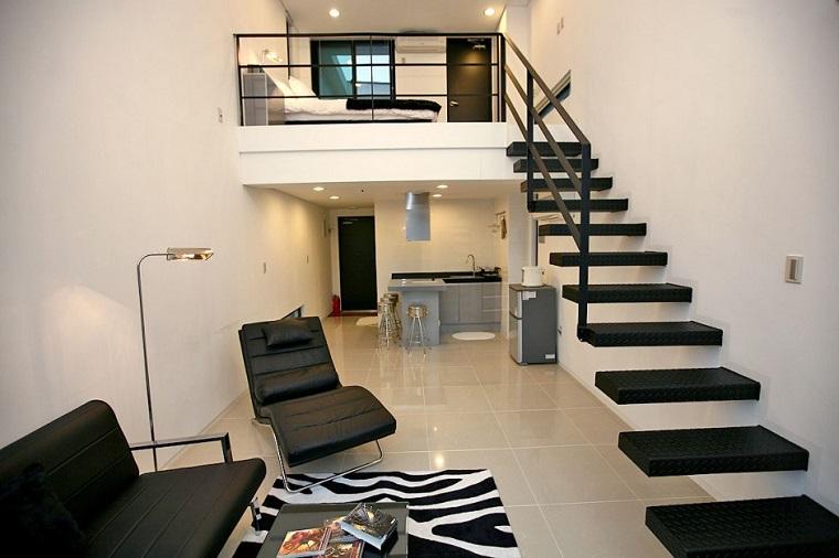 en ese caso las escaleras deben con el mismo estilo decorativo del resto del lugar