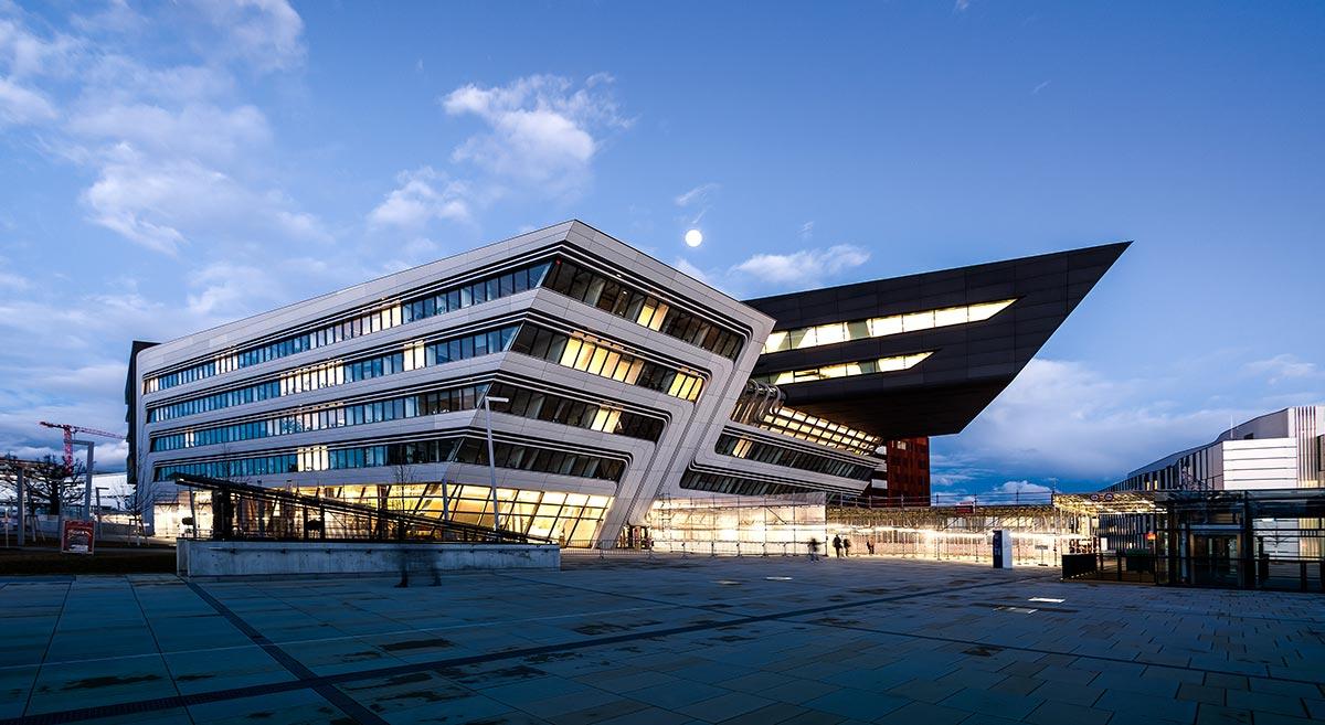 Universidad de econom a y negocios de viena construarte for Universidades que ofrecen arquitectura