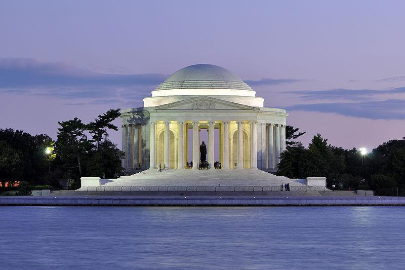 El Monumento a Jefferson en el ocaso (Crédito Joe Ravi)