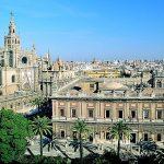 Archivo de Indias y Catedral de Sevilla, desde la avenida Constitución