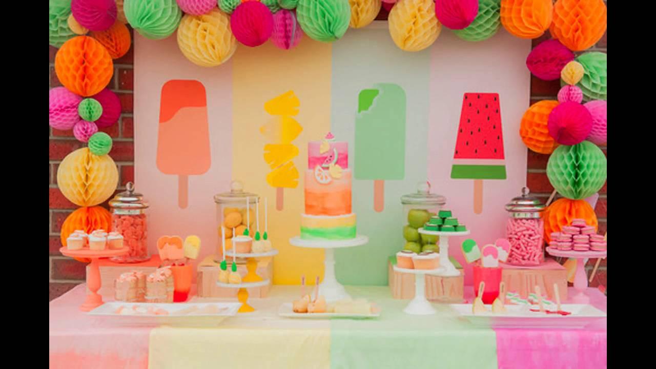 Aprende a adornar las mesas para las fiestas juveniles for Fiesta en la oficina